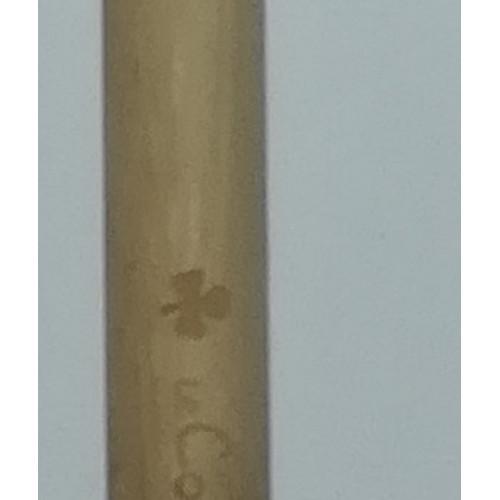 Brosse à dents Poils médium ADULTE gravée TREFLE 4 F