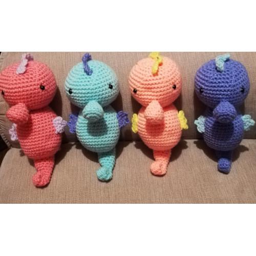 Doudou en crochet - Forme HIPPOCAMPE Format moyen